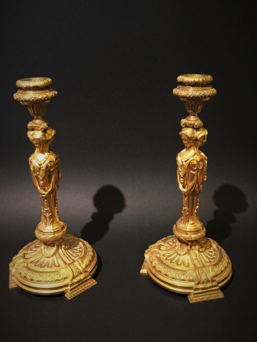 19th century - Pair of candlesticks in gilded bronze