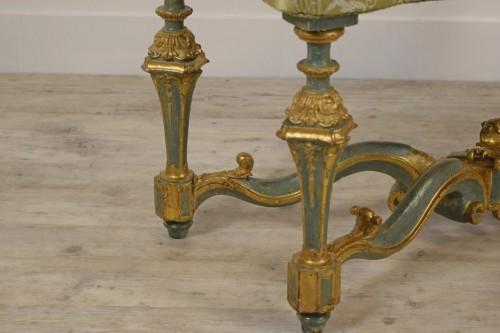Antiquités - Elegant lacquered bench