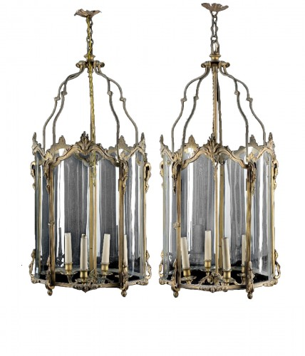 Pair of lanterns in gilded bronze with shaped glass. 19th Century
