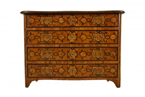 Italian olive wood paved and inlaid cest of drawers, 18th century