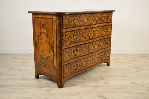 Italian olive wood paved and inlaid cest of drawers, 18th century - Furniture Style Louis XIV