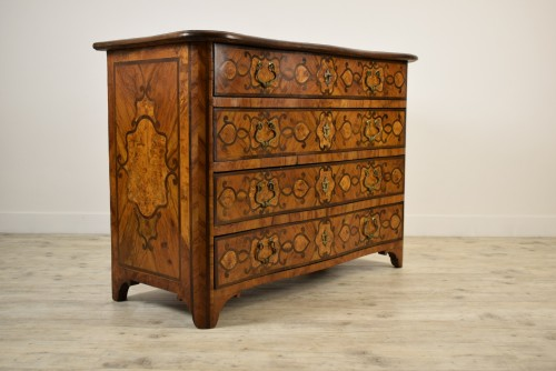 Furniture  - Italian olive wood paved and inlaid cest of drawers, 18th century