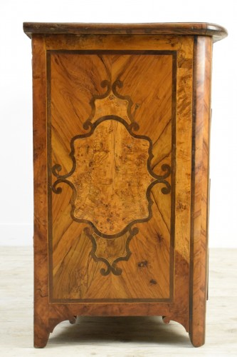 Louis XIV - Italian olive wood paved and inlaid cest of drawers, 18th century