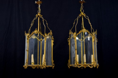 19th Century, Pair Franch Gilt Bronze and Shaped Glass Lanterns  - Lighting Style