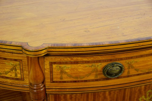 Antiquités - 19th Century English Satinwood Cabinet