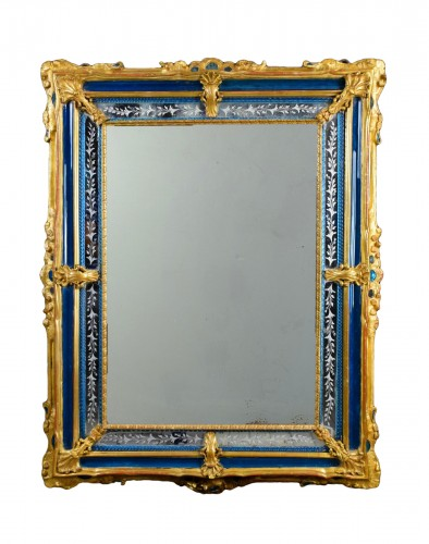 18th Century venetian wall mirror, gilt wood and blu Murano glass