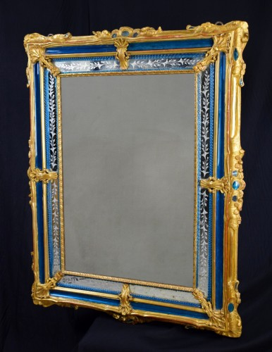 - 18th Century venetian wall mirror, gilt wood and blu Murano glass