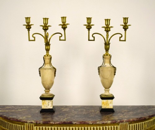Pair of neoclassical gilt bronze and alabaster three lights candelabrum - Lighting Style Louis XVI