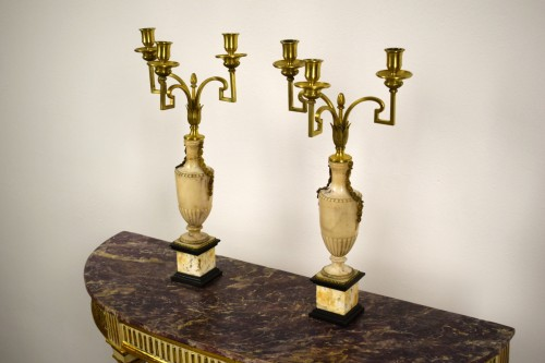 18th century - Pair of neoclassical gilt bronze and alabaster three lights candelabrum