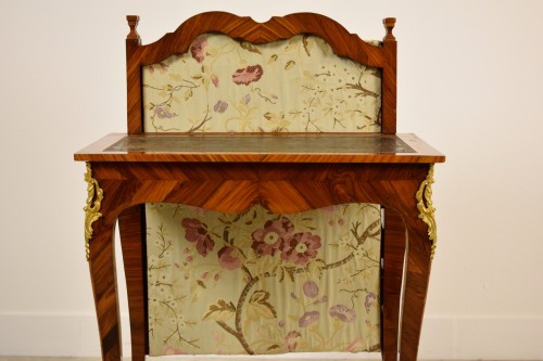 18th Century, French Louis XV Center Writing table with screen  -