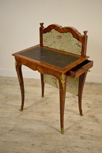 18th Century, French Louis XV Center Writing table with screen  - Louis XV