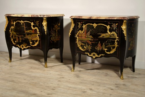 19th Century, Pair of French Chinoiserie Lacquered Commodes with Marble Top - Furniture Style