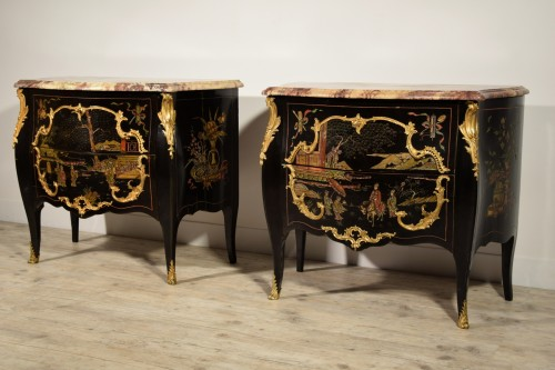 Furniture  - 19th Century, Pair of French Chinoiserie Lacquered Commodes with Marble Top