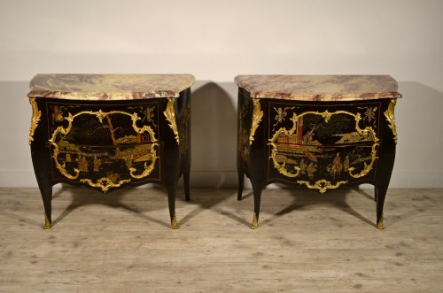 - 19th Century, Pair of French Chinoiserie Lacquered Commodes with Marble Top