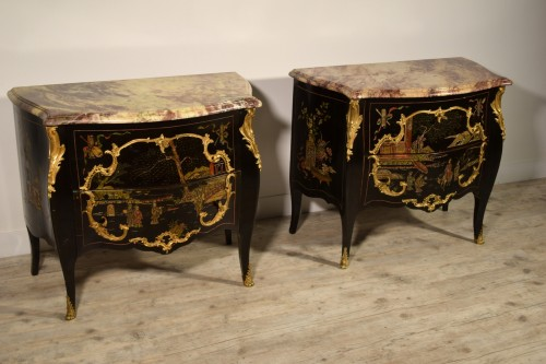 Antiquités - 19th Century, Pair of French Chinoiserie Lacquered Commodes with Marble Top