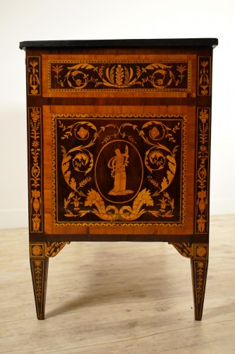 18th century, Italian Neoclassical Inlaid Rosewood Chest of Drawers  - Louis XVI