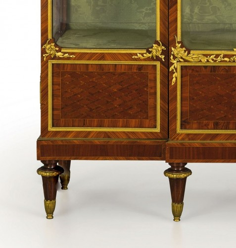 - 19th Century, French Purple Wood Showcase with gilt bronze