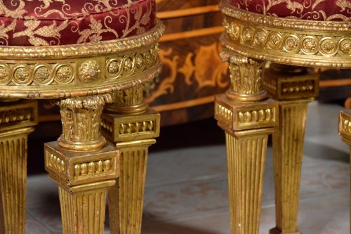 Antiquités - 18th Century, Pair of Italian Neoclassical Carved Giltwood Stools