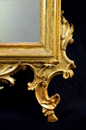 18th century - 18th Century Venetian Carved and Gilt Wood Mirror