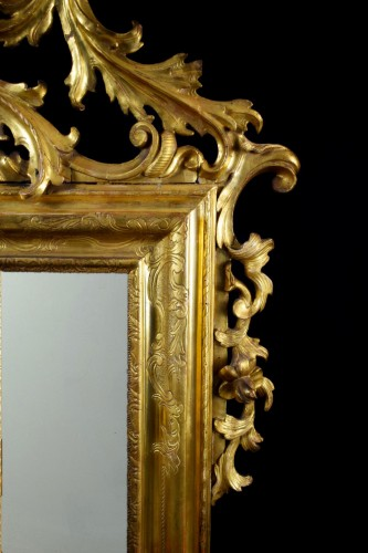 Louis XV - 18th Century Venetian Carved and Gilt Wood Mirror