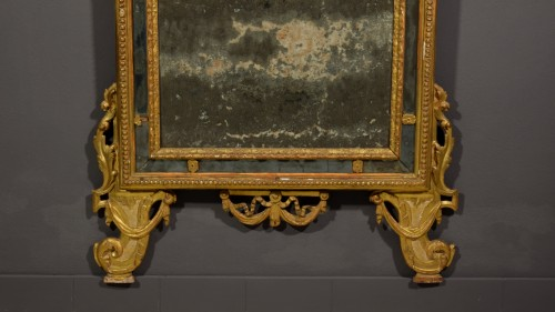 - 18th Century, Italian Carved and Gilt Wood Mirror
