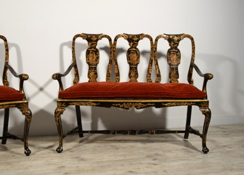Antiquités - Pair of sofas in carved walnut and lacquered chinoiserie, Venice, early 18t