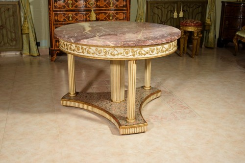 Furniture  - 18th century, Italian Neoclassical Round Lacquered Wood Center Table