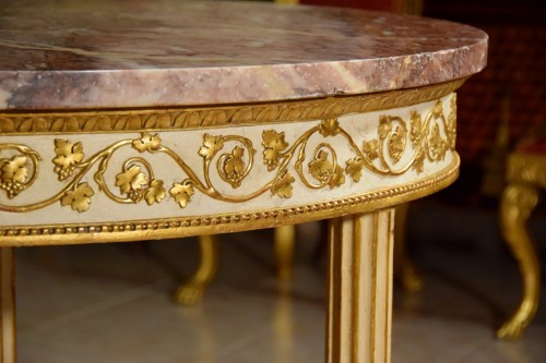 18th century - 18th century, Italian Neoclassical Round Lacquered Wood Center Table