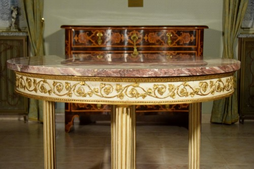 Louis XVI - 18th century, Italian Neoclassical Round Lacquered Wood Center Table