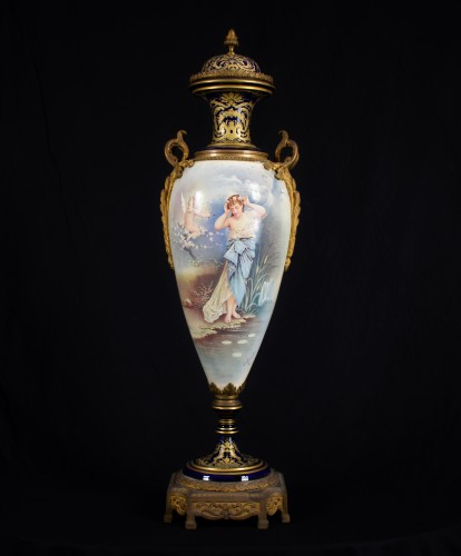 19th Large Ormolu Mounted Sèvres Stile Porcelain Cobalt-blue Vase  - Porcelain & Faience Style