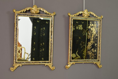 18th Century, Pair Of Italian Neoclassical Carved And Gilded Wood Mirrors -