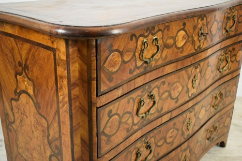 Italian olive wood paved and inlaid cest of drawers, 18th century - Louis XV