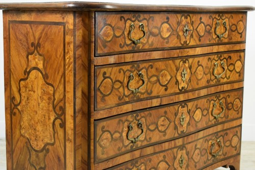 Louis XV - Italian olive wood paved and inlaid cest of drawers, 18th century