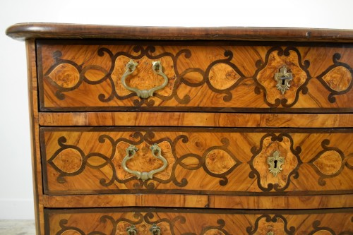 Antiquités - Italian olive wood paved and inlaid cest of drawers, 18th century