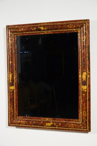 18th century - 18th Century, Venetian Wood Mirror lacquered with Chinoiserie