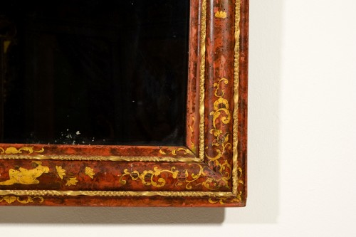 - 18th Century, Venetian Wood Mirror lacquered with Chinoiserie