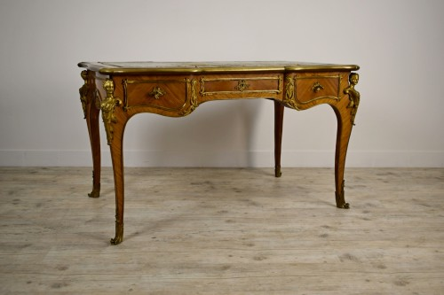 19th Century, French Louis XV Style Wood Centre Desk With Gilt Bronze  - Furniture Style