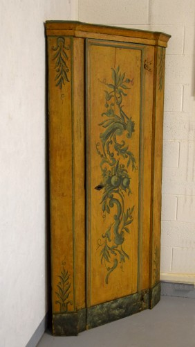 18th Century, Italian Laquered Wood Corner Cabine - Furniture Style Louis XIV