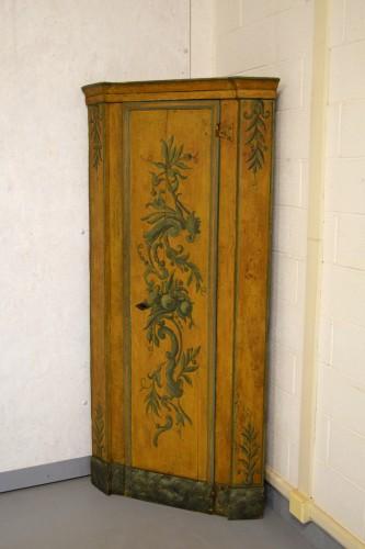 Furniture  - 18th Century, Italian Laquered Wood Corner Cabine