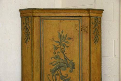 18th Century, Italian Laquered Wood Corner Cabine -