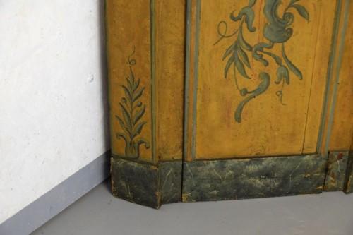 18th century - 18th Century, Italian Laquered Wood Corner Cabine