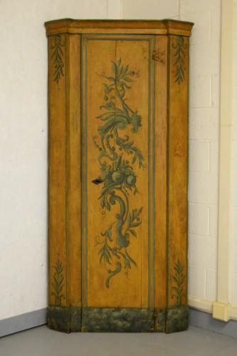Antiquités - 18th Century, Italian Laquered Wood Corner Cabine