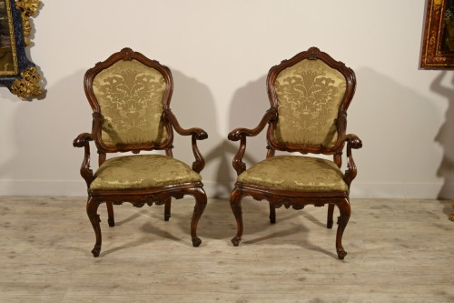 18th century - Pair of carved wooden armchairs, Italy, 18th century, Louis XV