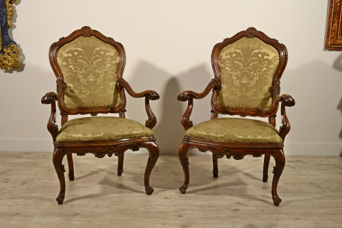 Louis XV - Pair of carved wooden armchairs, Italy, 18th century, Louis XV