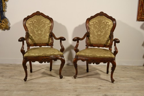 Antiquités - Pair of carved wooden armchairs, Italy, 18th century, Louis XV