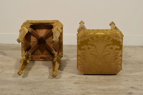 Antiquités -  18th Century Pair of Italian Neoclassical Gilt Wood stools