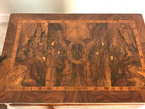 Antiquités - 18th Century, Pair of Italian Walnut Wood Bedside Tables