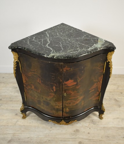 19th century - Lacquered wooden corner, Louis XIV style, France, 19th century