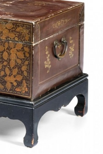 20th century, China lacquered and golden wood Trunk - Decorative Objects Style