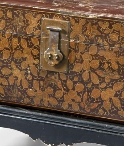 Decorative Objects  - 20th century, China lacquered and golden wood Trunk